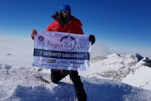 अष्ट्रेलियन पर्वतअारोही प्लेनद्वारा ११७ दिनमा ७ वटा उच्च शिखरको अारोहण