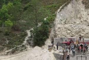 म्याद सकिँदा पनि बनेन् पुल,स्थानीय आक्रोशित