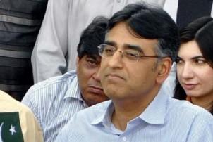पाकिस्तानी अर्थमन्त्री असद उमरद्वारा राजीनामा
