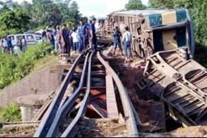 बंगलादेशमा रेल दुर्घटना, चारजनाको मृत्यु, १०० घाइते
