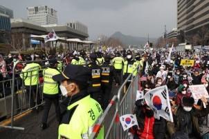 दक्षिण कोरियामा एकैदिनमा कोरोना संक्रमितको सङ्ख्या दोबर पुग्यो