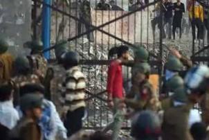 दिल्ली हिंसामा ७ जनाको मृत्यु, मुम्बइमा उच्च सुरक्षा